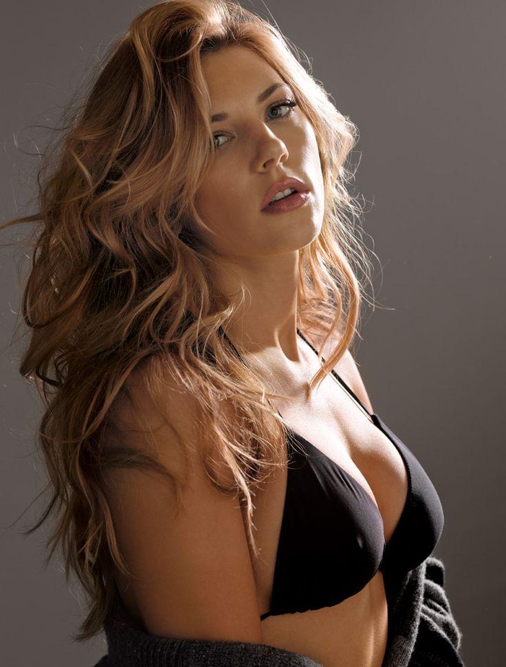 Katheryn Winnick - Vikings http://www.menshealth.com/women-of-mh/sites/default/files/winnick4.jpg
