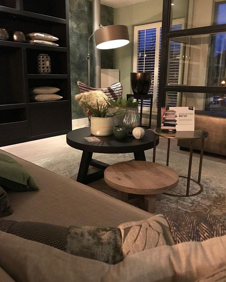Groen en bronsgoud en zwart#interieur #interieurinspiratie #woonaccessoires #interior #interieur #interieurstyling