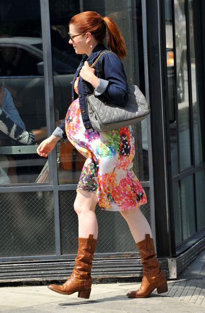 Pregnant Alyson Hannigan huge baby bump