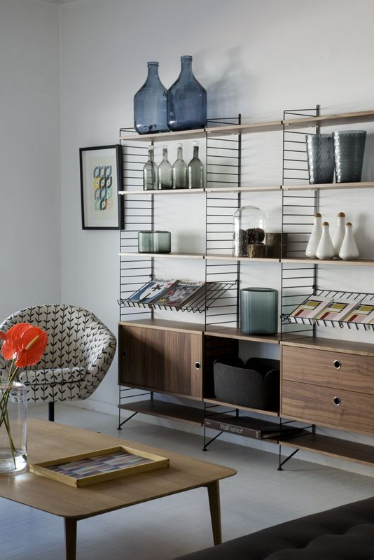 Mid Century Living Room | String Bookshelves I love the modern and minimalist look