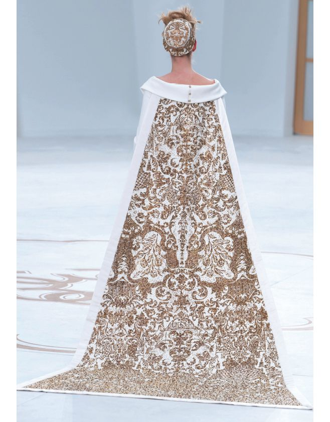 Paris Haute Couture - Chanel. #Chanel #weddingdress #hautecouture #fashionshow #fashion #look #style #wedding #bride #ideas