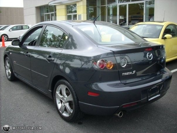 Mazda 3 2005 Model.. I REALLY REALLY WANT THIS BUT IN BLACK!!!