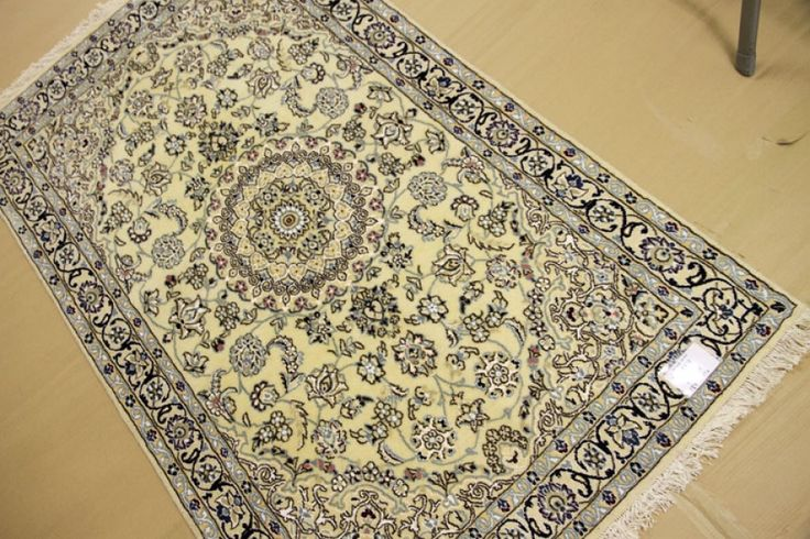ハンドメイドセンターラグ高級手織りペルシャ絨毯ナイン55478、ホワイトペルシャラグ