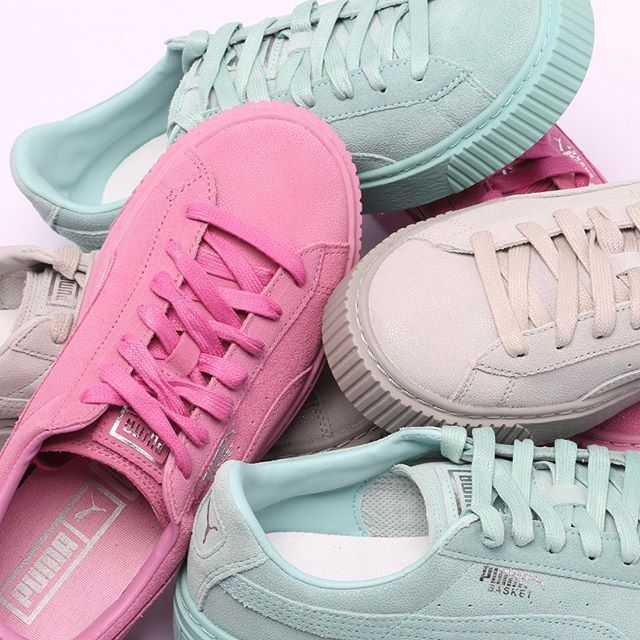 A bunch of Pumas is in here, which one is gonna be yours? @antoniamilano @puma @pumawomen #suede #platformsneakers #sneakers #woman #sneakernews #puma #pink #blue #antoniamilano