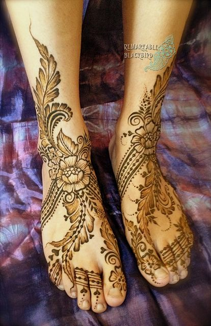 Amazing henna feet! So lush and unique!