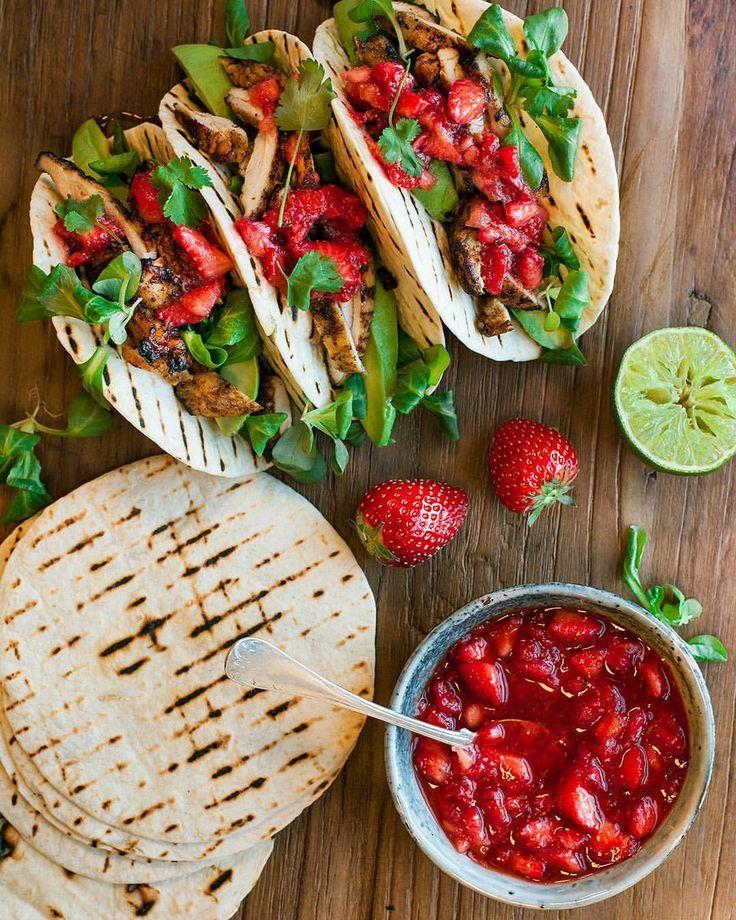 Sommar tacos med jordgubbssalsa! Hur gott låter inte det? #santamariasverige #jordgubbar #jordgubb #sallad #salsa #taco