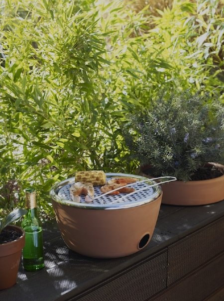 A Terra Cotta Pot That's Both Herb Garden and Barbecue | Living on GOOD