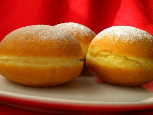 Donuts - Berlinesas, bolas de fraile ~ Pasteles de colores  http://decoraciondemabel.blogspot.com.es/2012/09/berlinesas-bolas-de-fraile.html