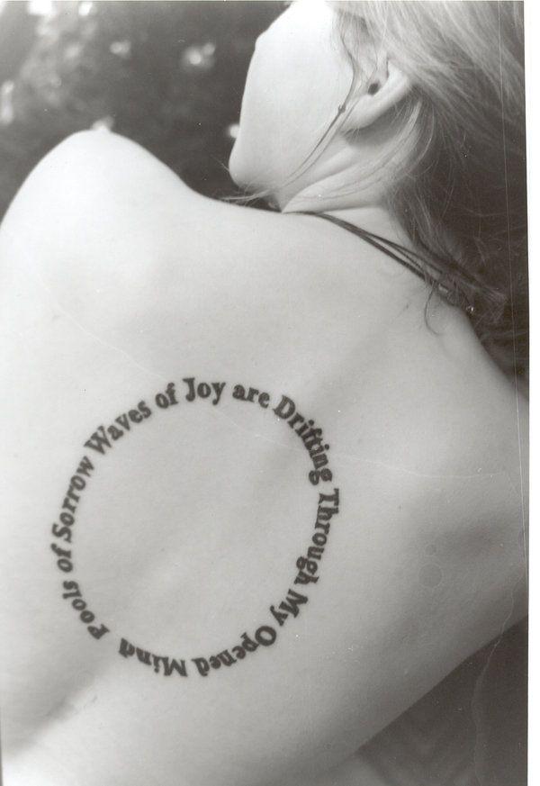 Картинки по запросу тату на спине надпись по кругу
