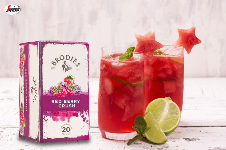 Lato ma smak orzeźwiających owoców!  My raczymy się popołudniową herbatą mrożoną Brodies Red Berry Crush o intensywnym smaku czerwonych owoców z dodatkiem arbuza i limonki :) #segafredo #segafredozanetti #segafredozanettipoland #sklepsegafredo #brodies #herbata  #tea #redberrycrush #owoce #fruits #teatime #orzeźwienie #watermelon #recipe #przepis