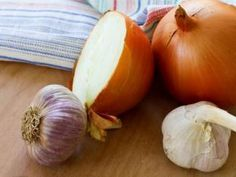 Natürliche Hilfsmittel gegen Ohrenschmerzen: Wie Zwiebel, Knoblauch, Sesamöl &… Anne Westphal