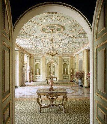 Palacio de Liria. Residencia de la Duquesa de Alba en Madrid. Entrada.