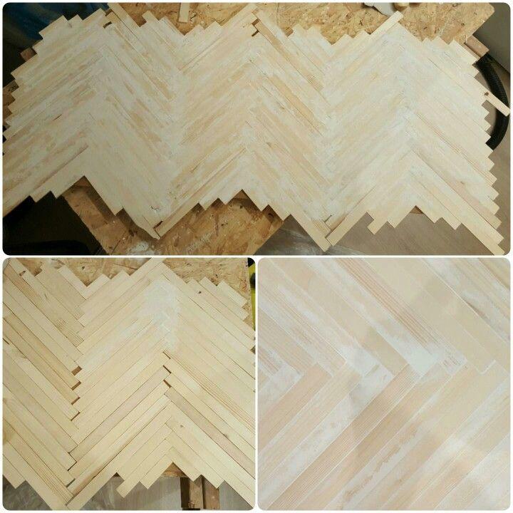 Diy visgraatplank  Gemaakt met verfroerstokjes, mdf plaat als ondergrond, houtlijm, houtvuller, schuurpapier, parket mat lak.