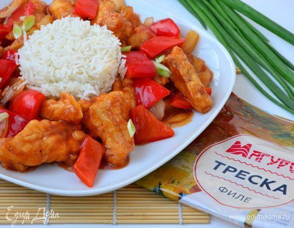 Рыбу в китайской кулинарии готовят с различными приправами, сахаром, соединяют с овощами и даже с мясными и куриными продуктами, с соевым и другими соусами. Соусы могут быть разными: от приторно-сл...