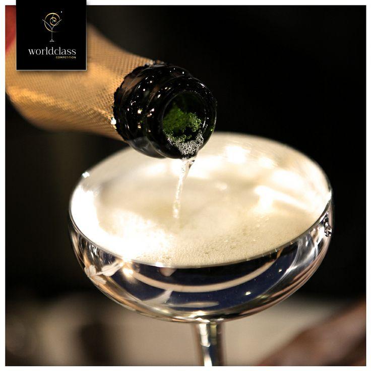 Cuando se utiliza en coctelería, a menudo el vino es tratado con cierta reverencia, pero puede ayudar a añadir un toque especial a los cócteles. Los blancos pueden dar un sabor fresco y veraniego, mientras los tintos dan un gusto terroso y afrutado. ¿Utilizas el vino en tus cócteles?