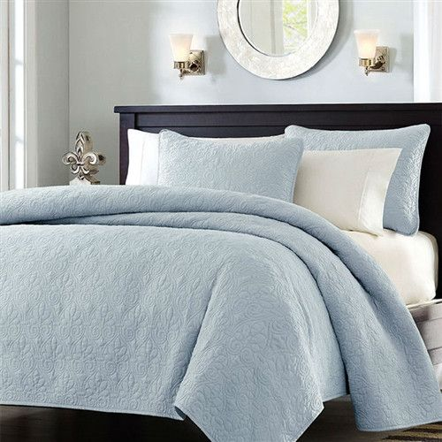 this full queen size quilted bedspread coverlet with 2 shams in light blue is the