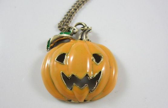 Минимальный $ 10 ( ) винтажный ювелирные изделия хэллоуин подарок тыква улыбка лицо кулон ожерелье женщины анти пот ожерелье купить на AliExpress