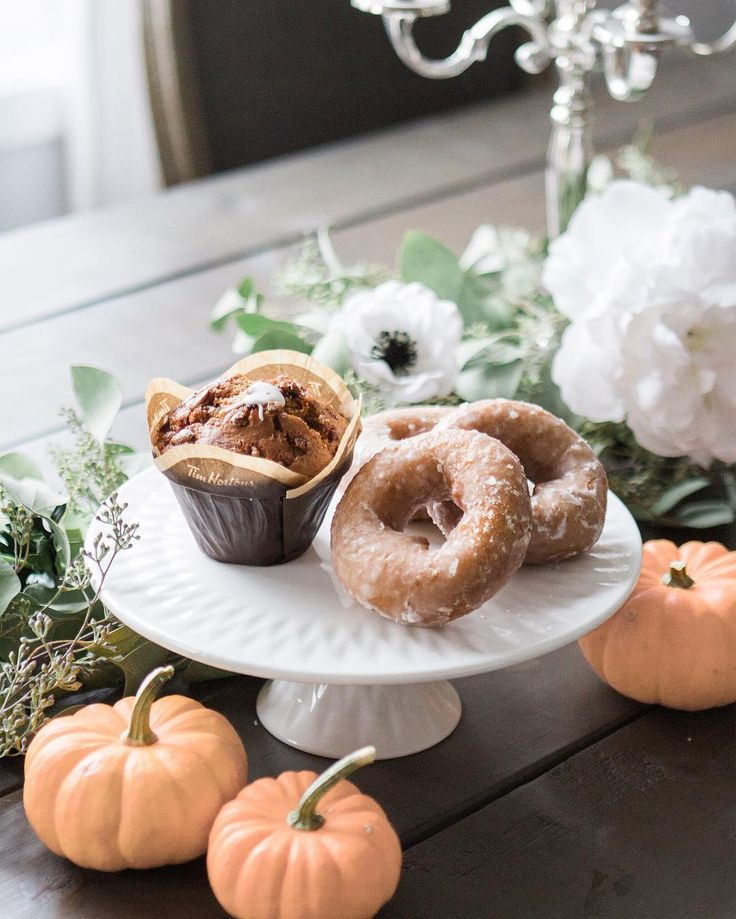 Happy long weekend!  I just finished decorating my dining room for Thanksgiving (us Canadians get to celebrate a month early!) and I have not been able to stop snacking on pumpkin flavoured EVERYTHING!  If you haven't tried them yet the pumpkin muffins from @TimHortons are seriously sooo good! I'll be snacking on them all weekend long (in between family gatherings and a fun horse show my barn hosts every year! ) How are you celebrating the long weekend?!? #Timfluencer #sponsored