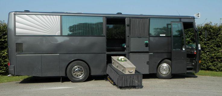 een uitvaart bus - sfeerimpressie bij de uitvaart
