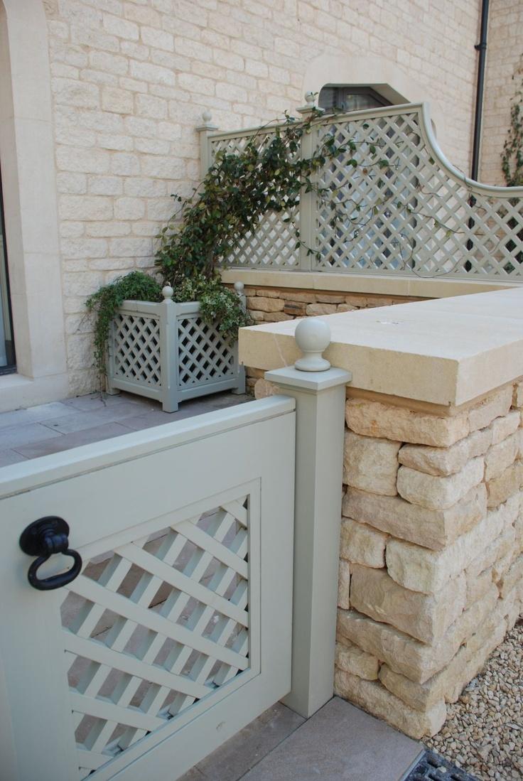 Painted Stuart Garden Architecture Trellis panels, planter & gate