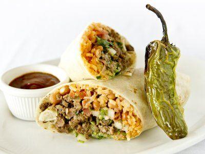 Receta de Burrito de Picadillo en Salsa verde, Arroz a la Mexicana y Frijoles | Esta es una excelente receta para reciclar tu picadillo del día anterior. Rellena tus burritos de picadillo y acompáñalo con un poco de arroz a la mexicana y frijoles refritos, ¡No hay nada más rico!