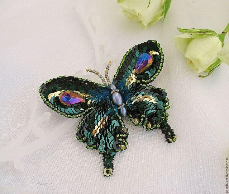 """Купить Брошь """"Emerald"""" - тёмно-зелёный, брошь бабочка, вышитая брошь, брошь вышитая бисером"""