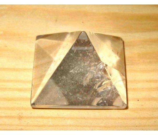 Piramida cuart alb