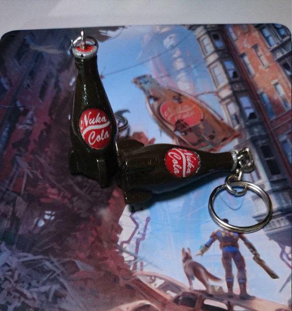 Fallout 4 Nuka Cola  Keychain - JacProWorkshop su Etsy  #fallout #fallout4 #4 #nuka #cola #nukacola #bottle #videogame #xbox #playstation #nuclear #keychain #etsy