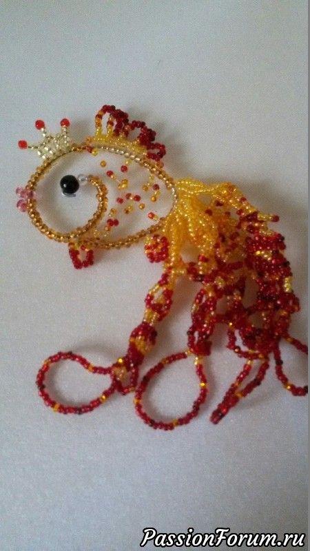 Золотые рыбки, звёзды из бисера для украшения новогодней ёлки.