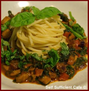 Self Sufficient Cafe: Spaghetti with Five Vegetable Sauce