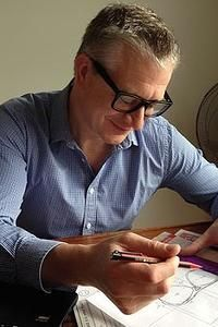 """He cold-called Clive James into business, now Simon Larcey wants his Dubbo-made sunglasses to be """"the next Ray-Bans"""" The success story behind Australian Made Glarce Sunglasses!"""