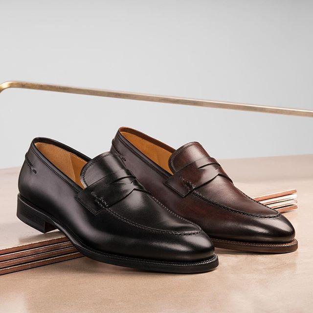 2017/07/17 10:56:02 shoes_college マグナーニのローファーをご紹介‼︎ シンプルなデザインですが、随所に拘りが見える一足です^ ^  ブラックとブラウンどちらがお好きですか?  #johnlobb#santoni#scothcgrain#crockett&Jones#haruta#edwardgreen#alden#j.mweston#carmina#allenedmonds#qualis#magnanni#churchs#ジョンロブ#サントーニ#スコッチグレイン#クロケットジョーンズ#ハルタ#エドワードグリーン#オールデン#ジェイエムウエストン#カルミナ#アレンエドモンズ#クアリス#マグナーニ#紳士靴