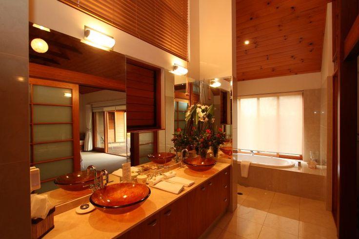 Ruffles Lodge - Executive Suite Bathroom - 5 Star Accommodation Gold Coast