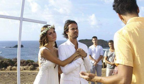 Casamento na praia, em Fernando de Noronha, de Thaila Ayala e Paulo Vilhena.