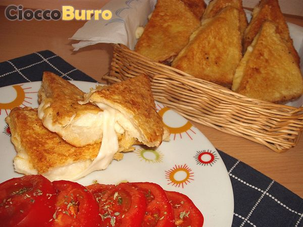 Mozzarella in carrozza - Mozzarella fried sandwich