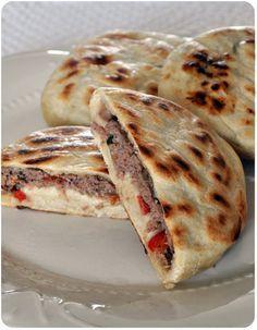 Merci, merci, merci milles fois Loukoum d'avoir publié cette recette, trouvée dans l'un des livres de Jamie, et de me l'avoir fait découvrir! C'est délicieux, c'est facile à faire, et les variantes sont infinies! On a pas fini de voir ces drôles de pancakes,...