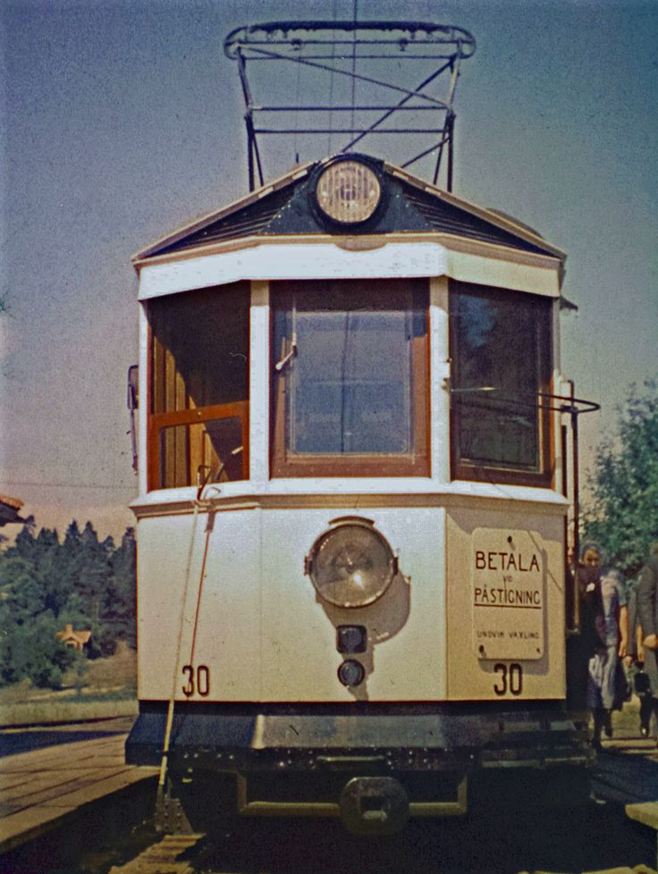 A STUNNING color photo of the front of car 30 on The Uppsala-Graneberg line that was discontinued in 1953!