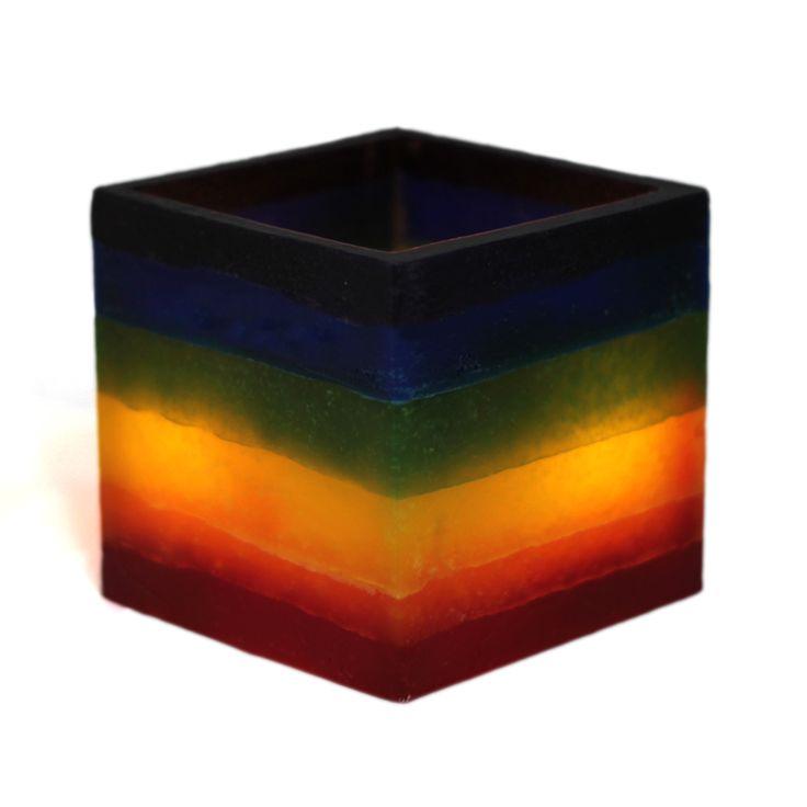 Vela 28 de Junio. Hemos pensado en hacer una vela para el 28 de junio con los 6 colores. En realidad es un fanal en el que se puede meter dentro una vela de té o una luz led y que crea ambiente. La Vela 28 de Junio tiene los seis colores en ese orden, pero si la queremos con otros colores en bandas horizontales la podemos hacer tal y como queramos.