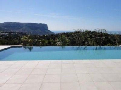 Location vacances appartement Cassis: Piscine à débordement