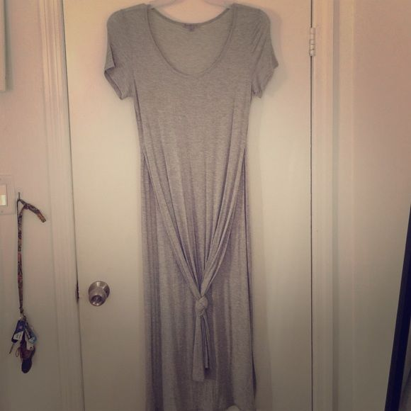 Grey long tee shirt Super cute Ribbed long grey tee shirt with slits up the sides Tops Tees - Short Sleeve