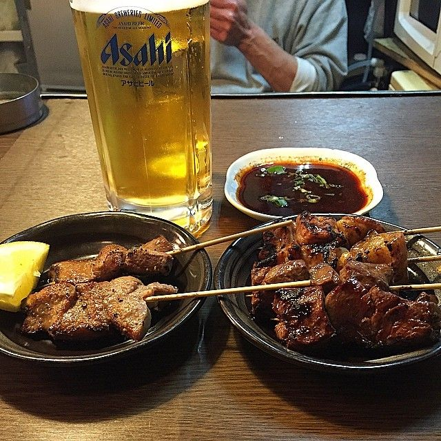 大阪市の天王寺にあるホルモン串焼き「つるやII 」で一週間の一人反省会をしています☆  ハラミ、上タン、アカセン(2本ずつの注文)をビールで流し込んでます!  1人で食べるには少量で色々と食べれて串ホルモンも良いですね☆  I eating the internal organs of the meat at Osaka☆  This is grilledmeat shop!  #日本 #大阪 #天王寺 #ディナー #肉 #牛 #ビール #居酒屋 #夜 #酒 #グルメ #東京カメラ部 #大阪カメラ部 #焼肉 #昭和 #俺の一人反省会 #japan #osaka #instajapan #food #diner #beer #meat #beaf #night #pub #gourmet #nice #good #yummy