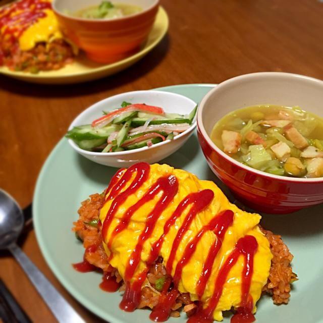オムライス、カレー風味の野菜スープ、キュウリとカニカマのサラダ。 - 7件のもぐもぐ - 献立2014.12.21 by lottarosie