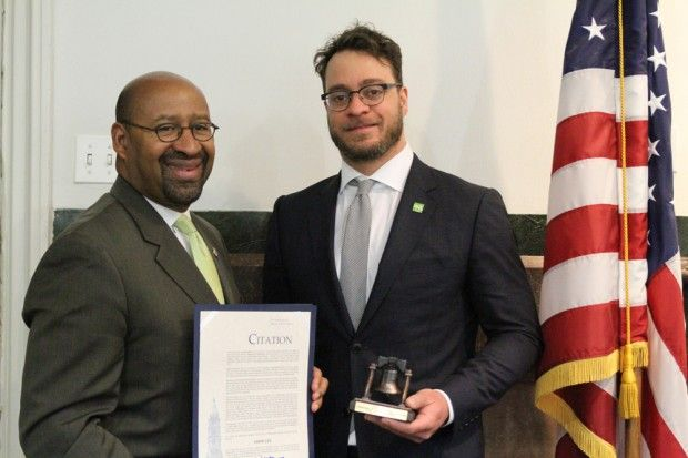 Watch Amos Lee receive a commendation from Mayor Michael Nutter at City Hall | The Key#1