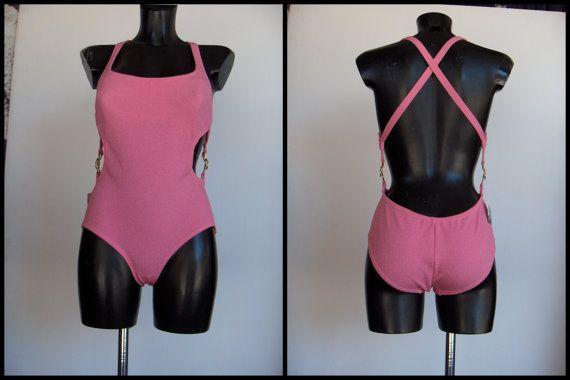 Guarda questo articolo nel mio negozio Etsy https://www.etsy.com/listing/292782553/stupendo-costume-anni-60-rosa-shocking