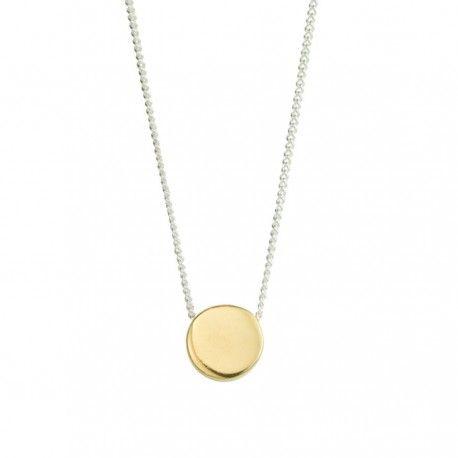 Naszyjnik Angelica to prosty okrągły dysk ze srebra platerowanego 24K złotem zawieszony na klasycznym srebrnym łańcuszku, przypominający noszącej osobie o tym, że wszystko jest cykliczne i ze sobą połączone.