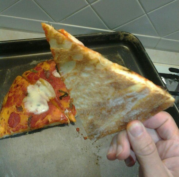 Pizza di semola croccante sotto