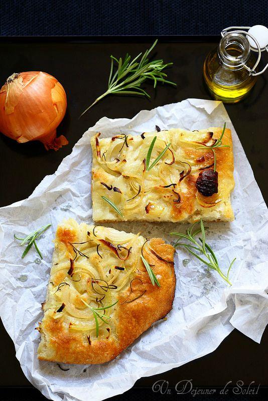Recette facile de la focaccia aux oignons. Une spécialité italienne typique de la Ligurie.