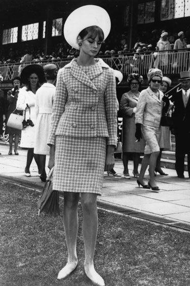 November 2, 1965: Jean Shrimpton in a shorter skirt at the Melbourne races in Australia