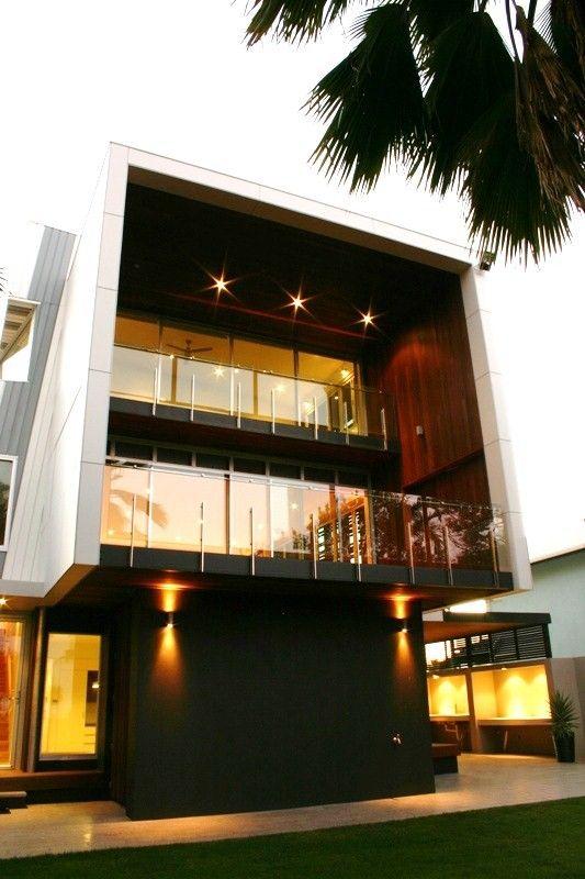 RAIA Robin Dodds Award winning House, Yeppoon, Qld, Australia. Brian Hooper Architect.