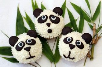 Panda cupcakes -These cute panda cupcakes are easier to make than they look and are made with a soft lime flavoured sponge and a creamy coconut buttercream. Perfect for kids parties or practising your cupcake decorating skills